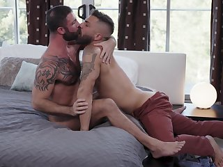 Bareback anal porn for two muscular gay lovers