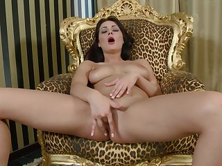 Sizzling solo beauty plays with her pussy in incredible modes
