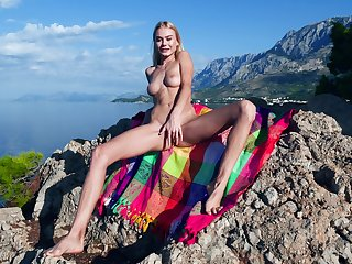 Slim beauty shows off in a seductive outdoor XXX play