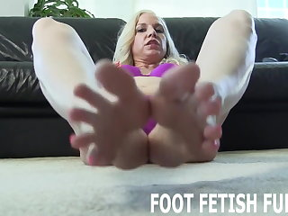 My interesting pink toes will dream you crazy