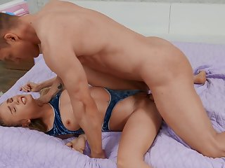 Lover picks up cute spinner Natalie Knight during a hardcore swell out