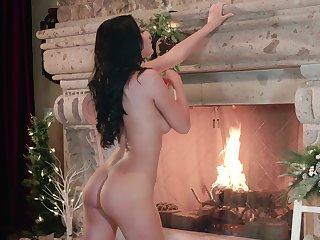 Brunette chick Jade Baker spreads her legs to masturbate clubbable