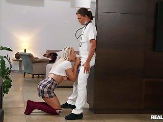 Dreamy daughter Gina Varney fucks the brush father's male nurse