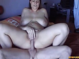 Voluptuous US Mom Gets Her Snitch Fingered Humped And Creampied