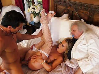 Wife gets tams proceed her old hubby during a home cuckold