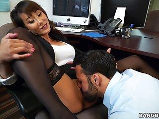 Asian secretary Tiffany Rain drops on her knees to suck a bushwa