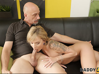 DADDY4K. Fun on newel makes minx in the display for love making